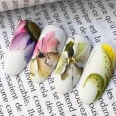 Načerpejte inspiraci pro blížící se jaro. 🌱🌺 Malba Overlacem, který má úžasnou pigmentaci, je zde umocněná matným topem NAILOVER. 💛  Design by @doinanogailic_nailacademy  #overlac #madeinitaly #nehty #zdobeninehtu #matnenehty #matnytop